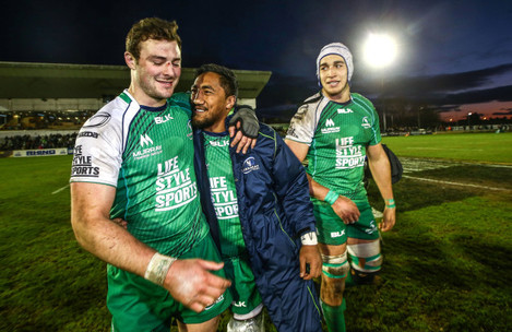 Robbie Henshaw and Bundee Aki celebrate at the end of the game