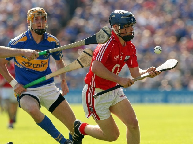 Conor O'Sullivan gathers possession