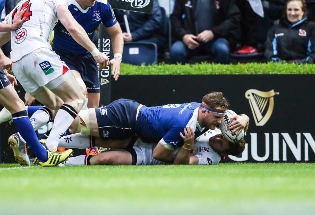 Jamie Heaslip scores a try