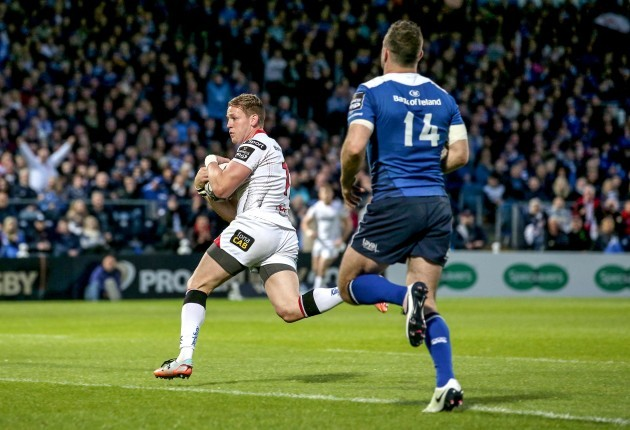 Craig Gilroy runs in a try