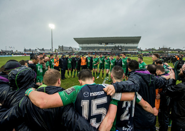 The Connacht team huddle