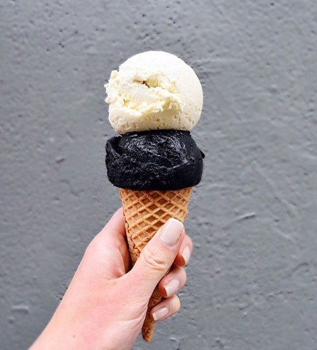 What's trending more? Black & white? Or that COCONUT ASH ice cream ⚫️ I'm addicted to it now, but it turned my tongue black