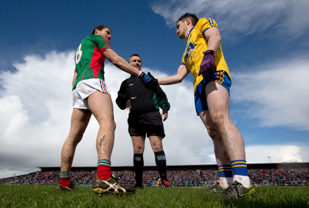 Tom Parsons and Ciaráin Murtagh perform the coin toss with referee Maurice Deegan