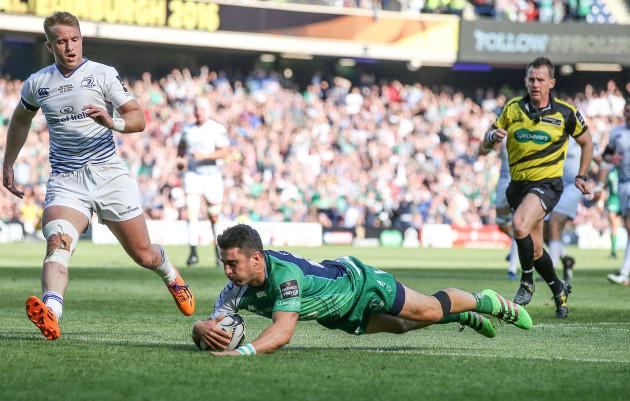 Tiernan O'Halloran scores a try