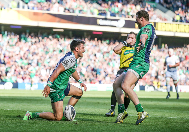 Tiernan O'Halloran celebrates his try with Robbie Henshaw