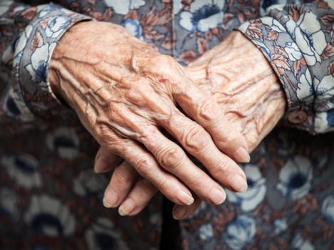 woman-hands-2