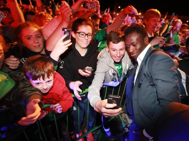 Connacht fans meet Niyi Adeolokun