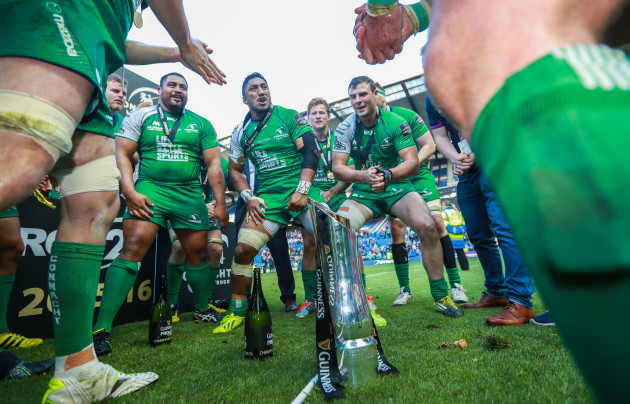 Bundee Aki and Robbie Henshaw celebrate