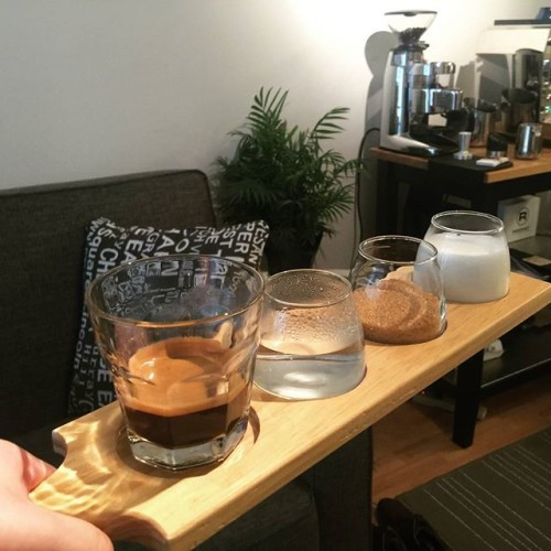 Experimenting with ways to give customers more freedom of choice. Present the elements, but let them choose the portions. #espresso #homecoffee #beansforhome #homebarista #barista#espressomachine #morningcoffee #beans #coffeegrounds #torontocoffee #sampletray #makeyourown