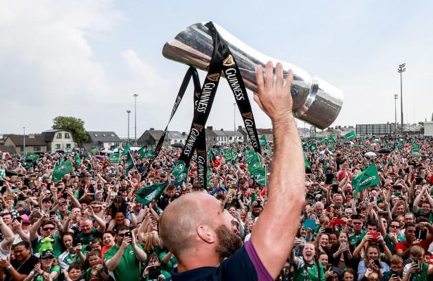 John Muldoon lifts the trophy