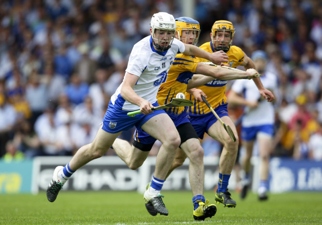 Shane Bennett in action against Oisín O'Brien