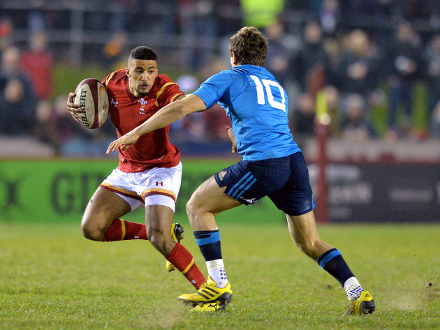 Keelan Giles is tackled by Matteo Minozza