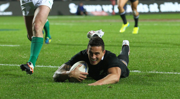 Sonny Bill Williams scores a try