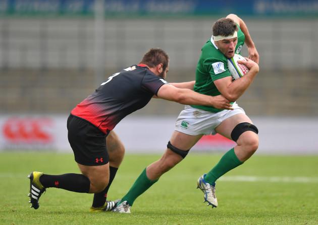Sean O'Connor is tackled by Lasha Tabidze