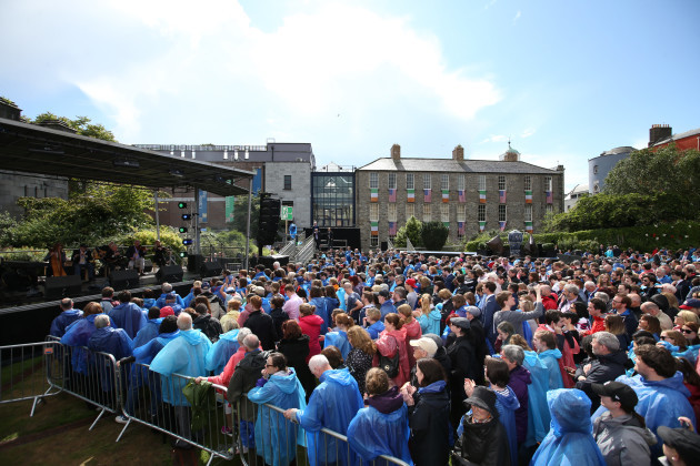 24/6/2016 Biden Visit. Crowds of people at Dublin