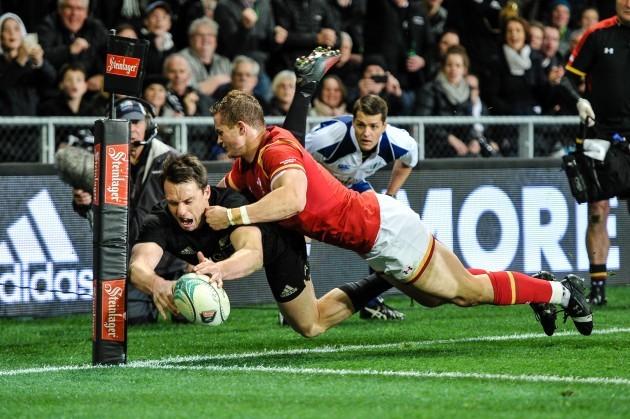 Ben Smith scores a try