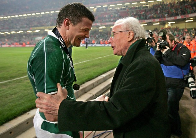 Brian O'Driscoll celebrates with Jack Kyle 2009