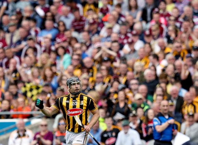 Riche Hogan celebrates a score