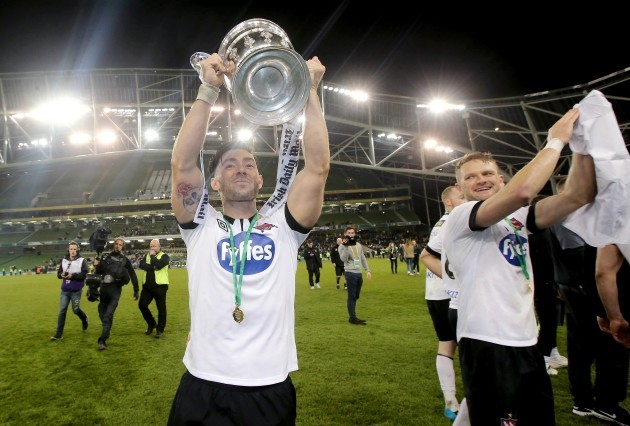 Richie Towell celebrates with the Irish Daily Mail FAI Cup