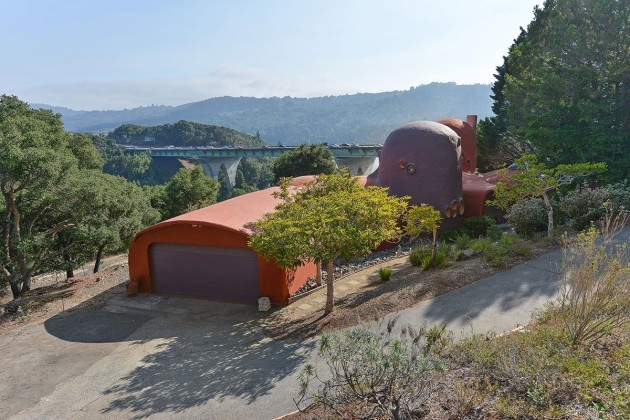 even-from-far-away-its-easy-to-the-flintstones-house-isnt-a-normal-property