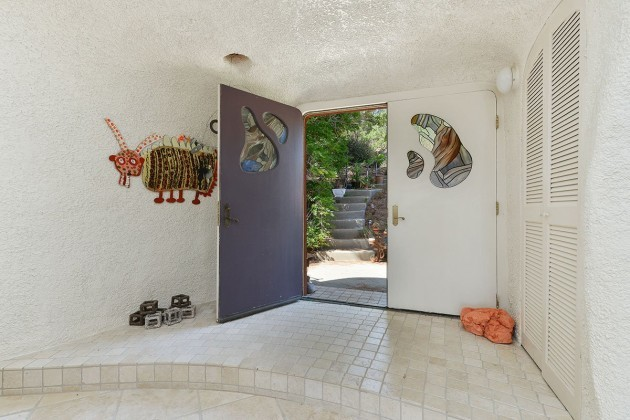 tiling-and-unique-artworks-cover-the-entire-single-family-home-and-match-the-exterior