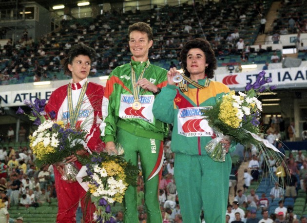 Sonia O'Sullivan with her gold medal 1995