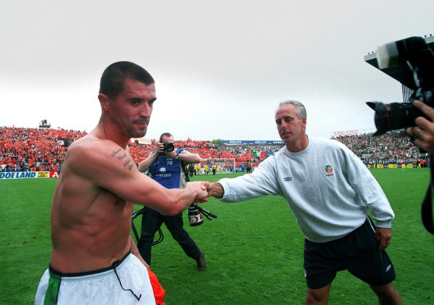 Roy Keane shakes hands with Mick McCarthy