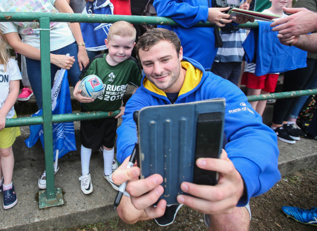 Robbie Henshaw poses for a selfie with a fan