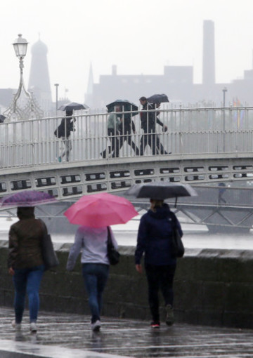 10/06/2016. Dublin Weather Scenes. Pictured people