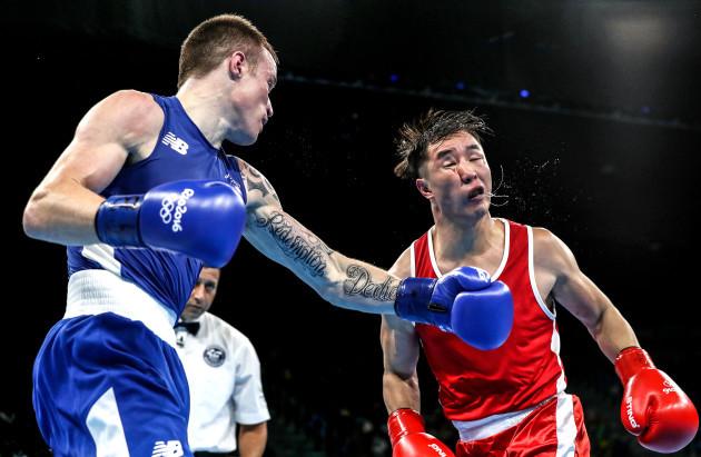 Steven Donnelly in action against Tuvshinbat Byambyn