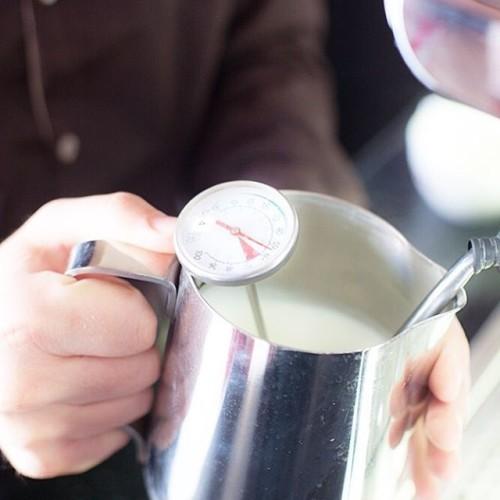 Если молоко слишком сильно перегрето - оно теряет свои вкусовые качества. Поэтому каждый раз мы используем специальные термометры для приготовления ваших любимых напитков! Наслаждайтесь! #кофе #коста #кофейня #капучино #кофекофе #костакофе #кофеманы #выходные #настроение #москва #город #друзья #профи #ростовнадону #домкофе #домкофемана #лучшийкофе #люблюкофе #любимыйкофе #costa #coffee #costacoffee #costarussia