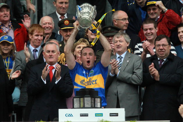 Eoin Kelly lifts the Liam McCarthy Cup