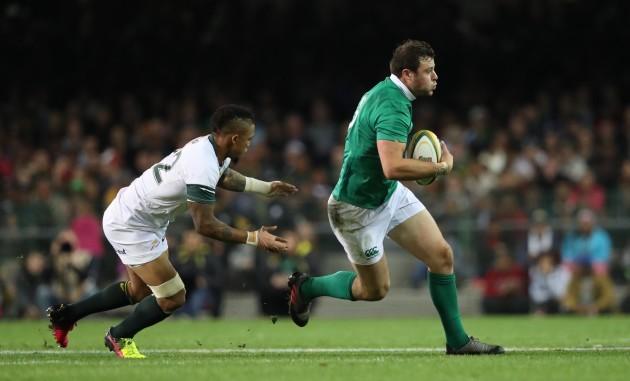 Ireland's Robbie Henshaw is tackled by Springboks Elton Jantjies