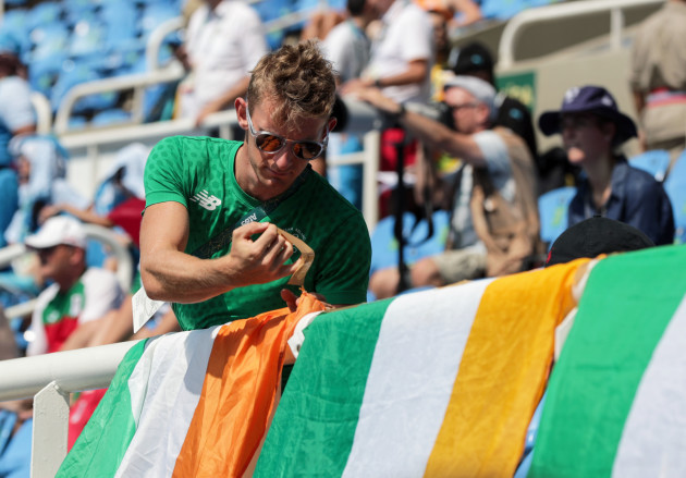 Gary O'Donovan sets out an Irish flag to support Tomas Barr