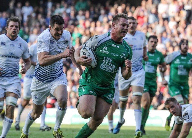 Connacht's Tom McCartney chased by Leinster's Jonathan Sexton