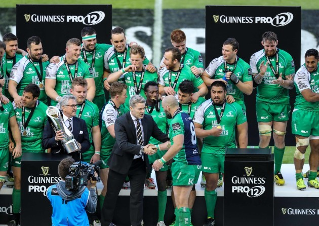Connacht's captain John Muldoon gets the trophy from Guinness Pro12 Chairman Gerald Davies and Martin Anayi