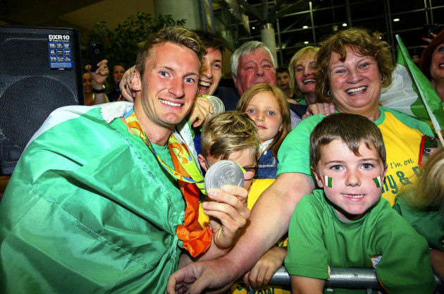 Gary and Paul O'Donovan greet fans from Skibbereen 28/8/2016