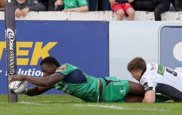 Niyi Adeolokun scores a try