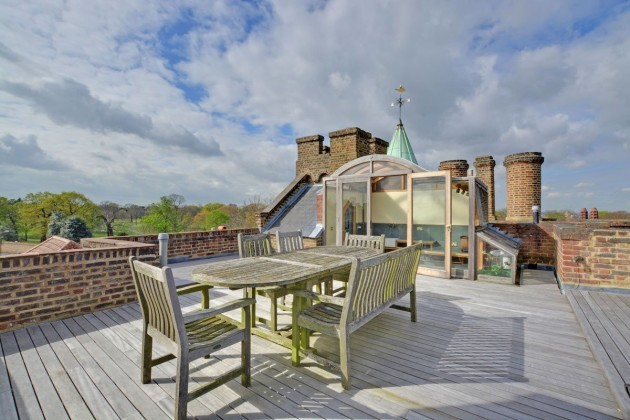 it-even-features-a-rooftop-terrace-and-kitchenette-to-bask-in-the-views-of-londons-skyline
