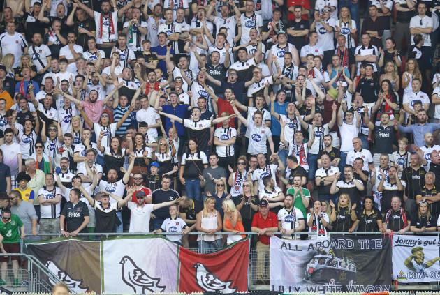 Dundalk fans