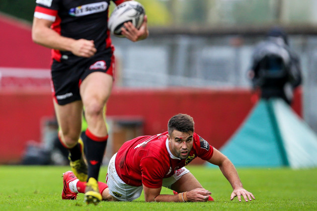 Chris Dean breaks away from Conor Murray and scores a try
