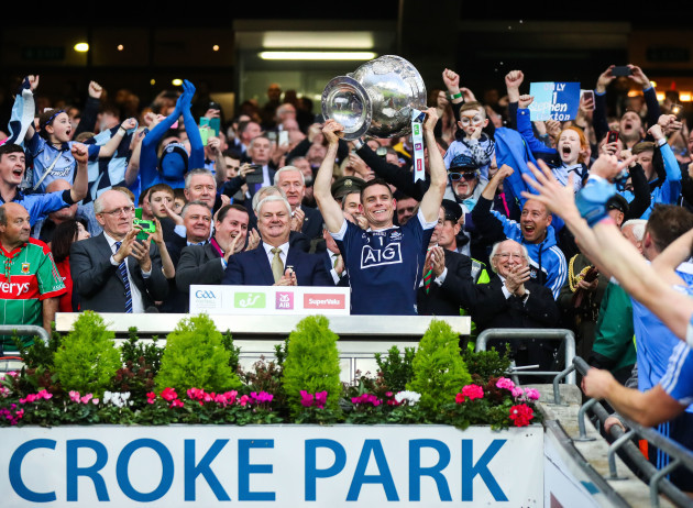 Stephen Cluxton lifts the Sam Maguire
