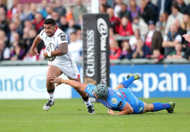 Jonathan Davies misses his tackle on Charles Piutau