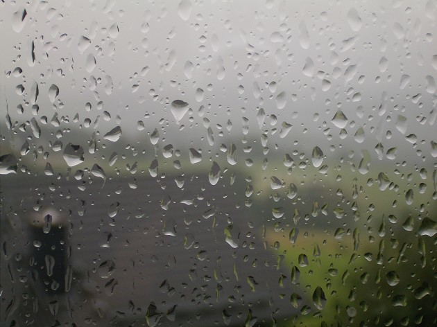 Rain_drops_on_window_02_ies