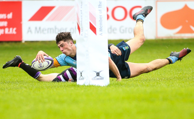 Jimmy O'Brien scores a try