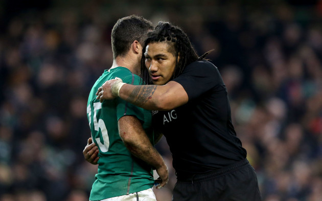 Rob Kearney consoled by Ma'a Nonu at the final whistle