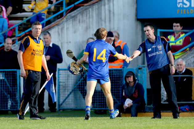Donal Moloney and Gerry O'Connor shake hands with Shane O'Donnell as he is replaced