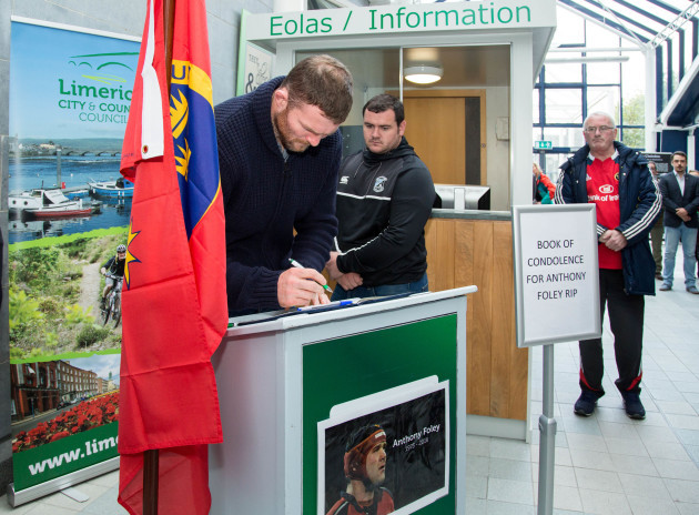 Anthony Foley Book Condolonce 009