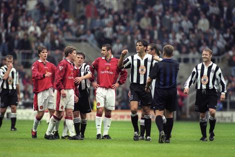 Soccer - FA Carling Premiership - Newcastle United v Manchester United - St James' Park
