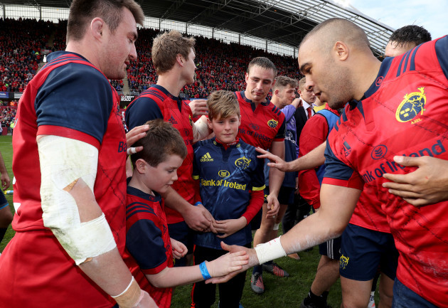 Simon Zebo shakes the hand of Dan Foley, son of the late Anthony Foley